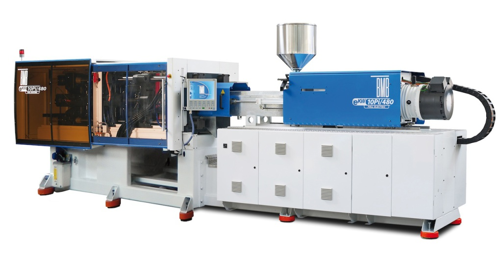 At Fakuma the Italian company BMB exhibited the eKW10Pi/480 Full Electric machine with IML Star Automation system for the manufacture of 250 ml polypropylene containers labelled in the mould (2-cavity, supplied by SCS). The machine, optimised for rapid moulding packaging and thin-wall parts, had a clamping force of 100 tons and a mould opening stroke of 450 mm