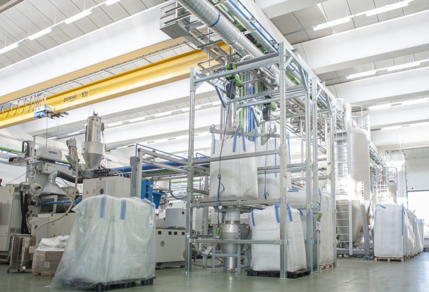 Using an empty big bag, RPET flakes, are loaded directly onto the central raw material supply line