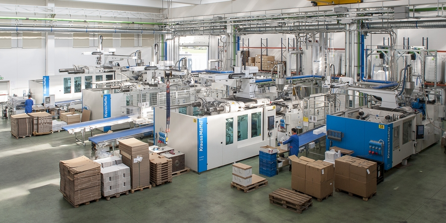 Four high tonnage machines are in operation in the department dedicated to RPET injection moulding. Two additional machines of the same brand are expected to go into operation by the end of the year