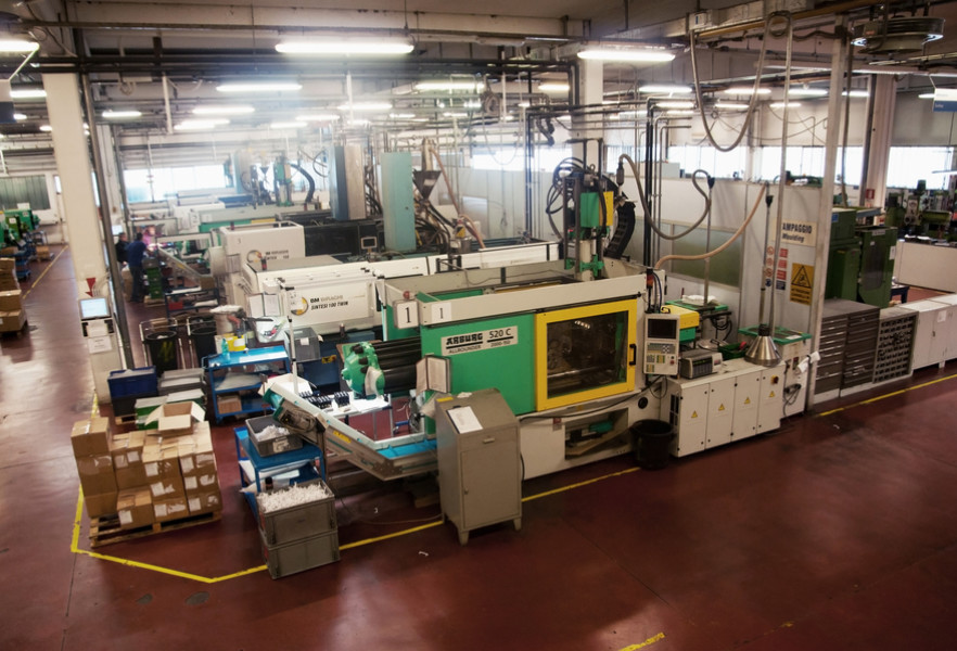 Progind has an injection moulding department equipped with 20 machines