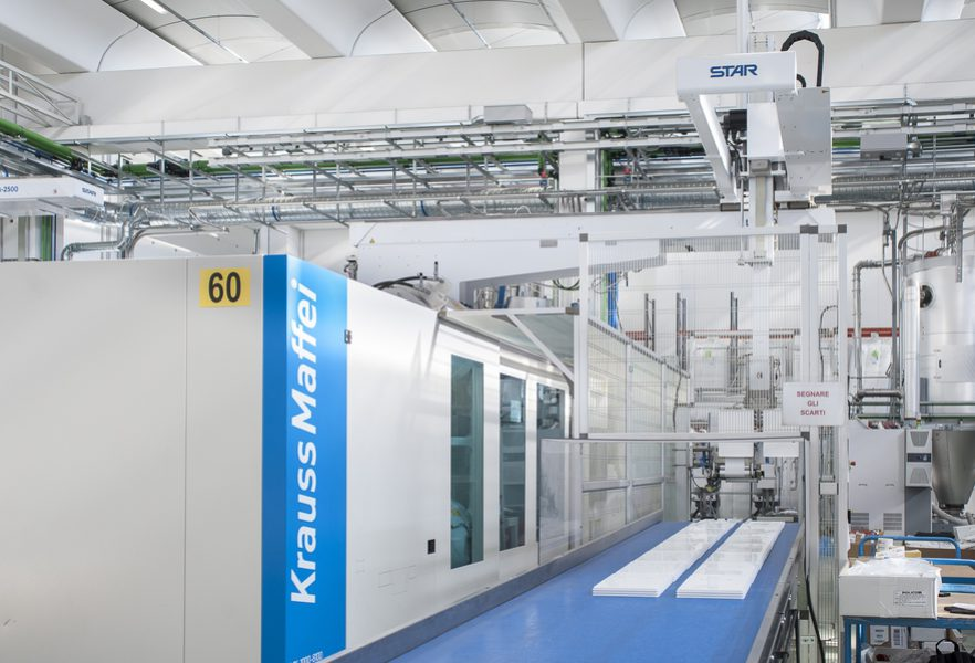 The mould is filled properly by the APC process adapter control system from KraussMaffei
